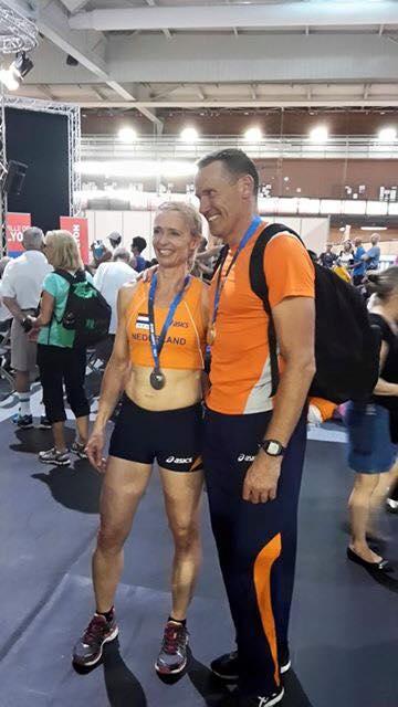 Rob Moen en Valerie Klosterman poseren voor de fotograaf na afloop van de medailleceremonie (bron: Facebook)