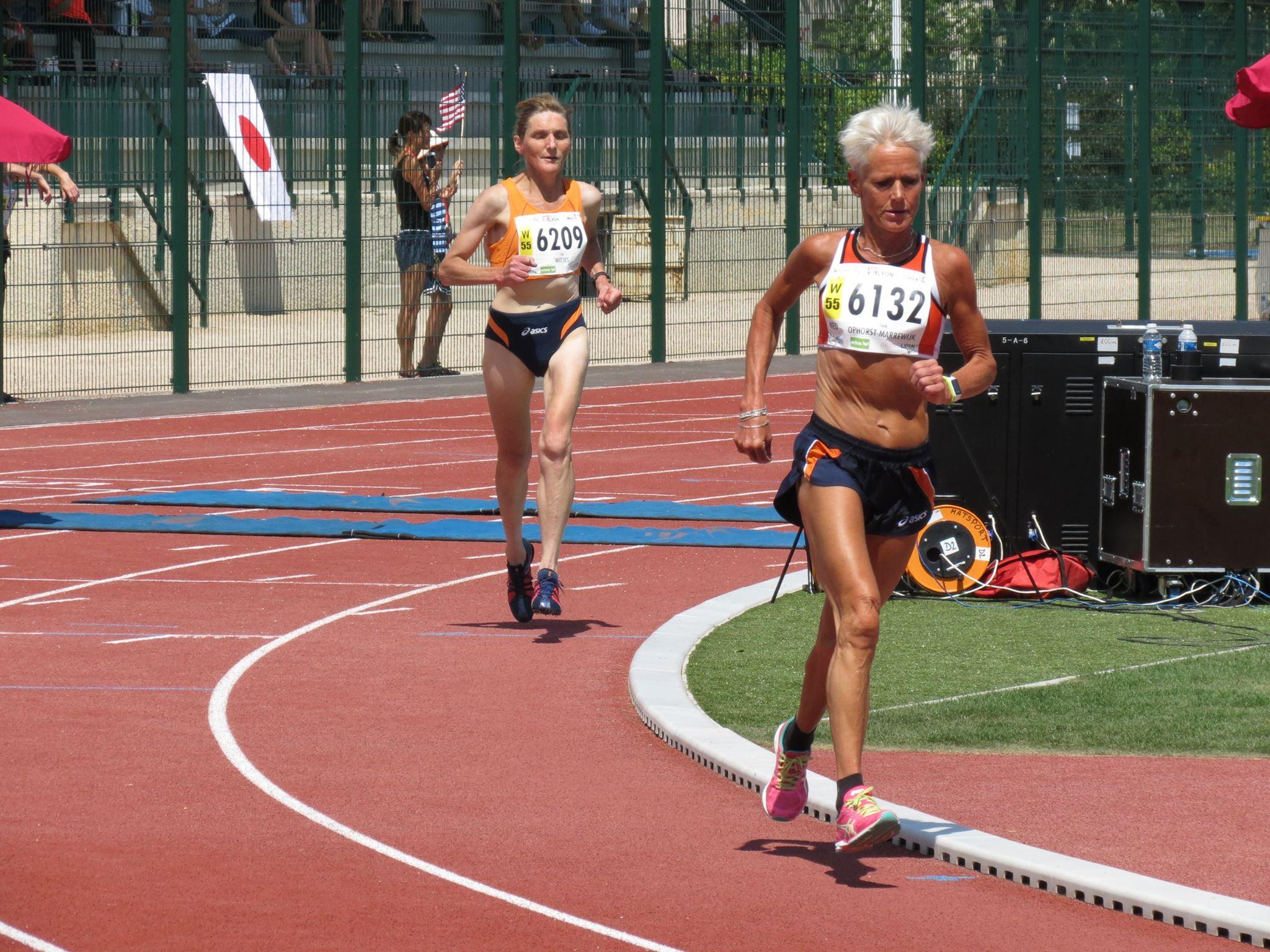 Carla Ophorst en Ella Witjes in gevecht om de tweede en derde plek (copyright Ron van Megen)
