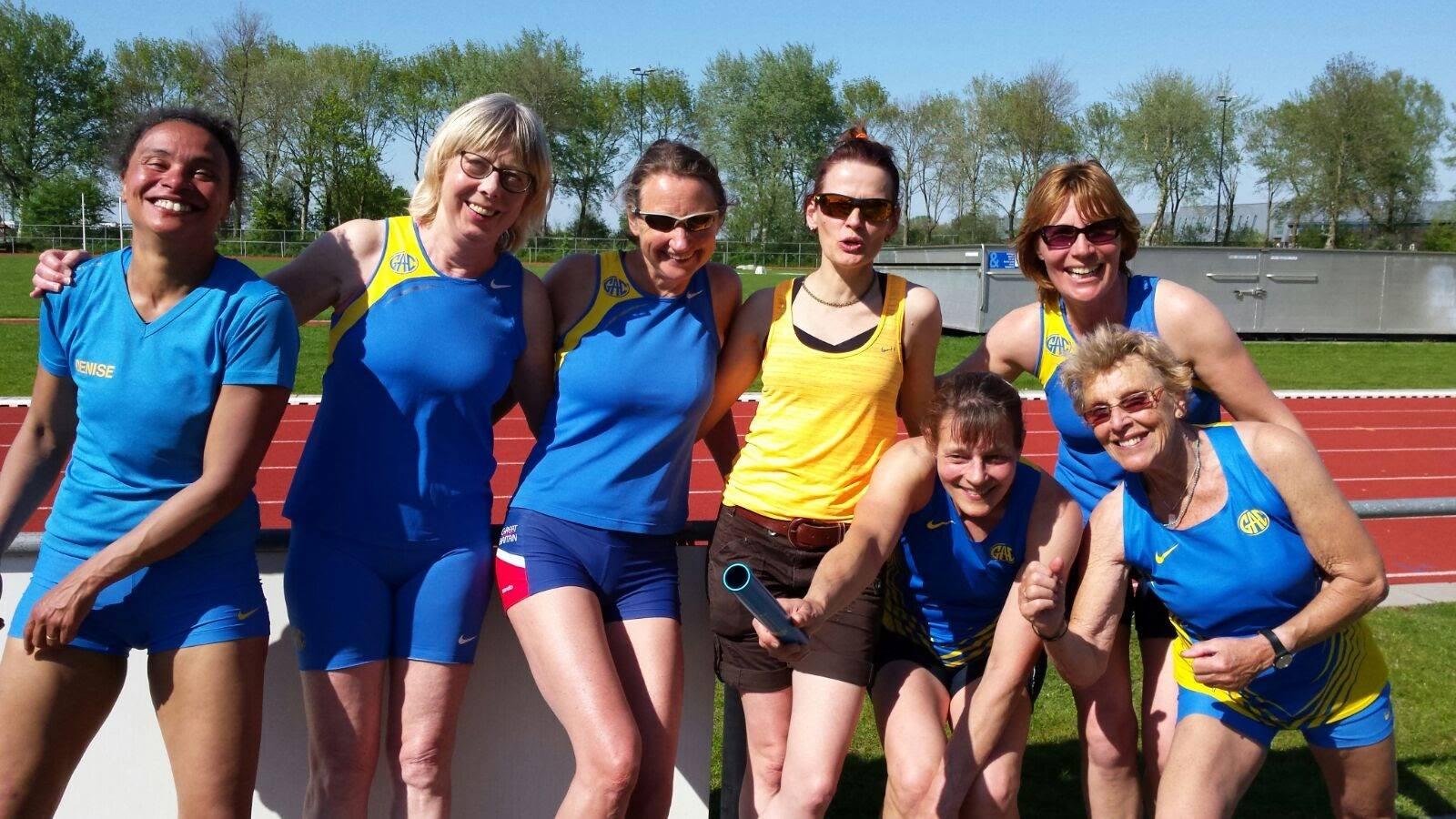 Een deel van de ploeg van GAC: vlnr Denise van der Linden-Morris (100-400-estafette), Dineke Kok (1500), Ilona Mulder (kogel, estafette), Birgit Krämer (1500), Brigitte van der Kamp-Linnebank (ver-200-estafette), Inez Veldmeijer-Lubbers (ver-200-estafette) en Rietje Dijkman (100-hoog). Ingrid van Dijk (discus-kogel) ontbreekt op de foto.
