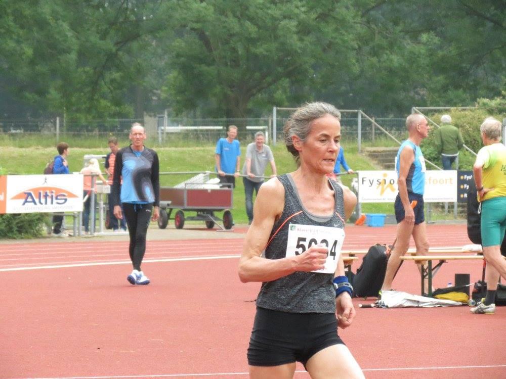 Inez-Anne Haagen op web naar een nieuw Nederlands record op de 10km in de categorie V50.