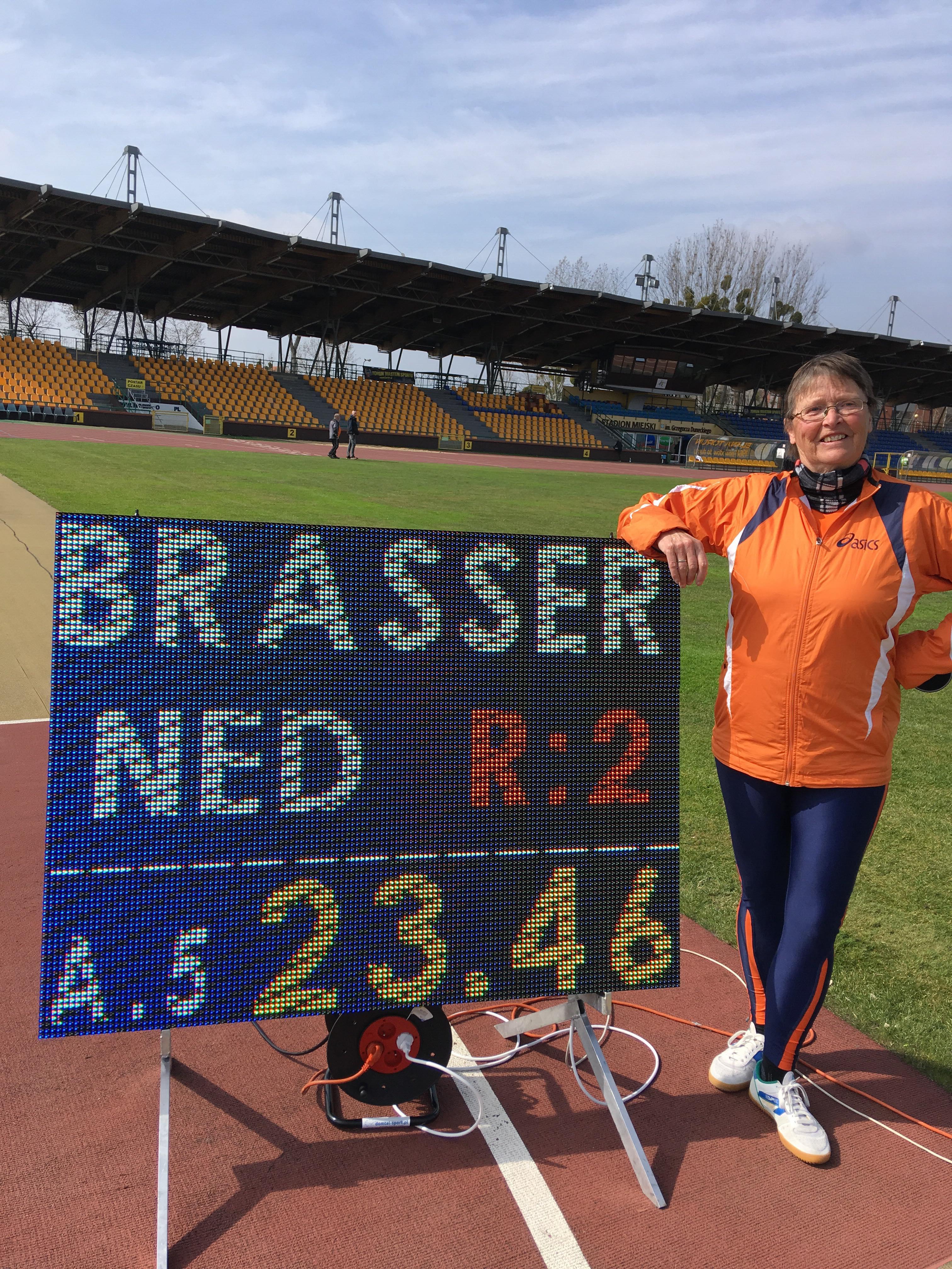 Jolande Brasser blij met zilver (foto met dank aan Ingrid Zuijdervliet)